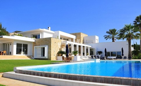 Cyprus Villa Idleness Click this image to view full property details